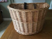 Wicker basket for bicycle