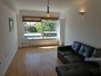 2 bedroom flat in Highwood Court, London, N12 (2 bed) (#1081865)