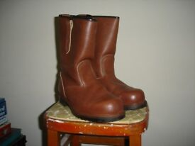 Rigger boots with steel toe cap