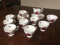 Lovely vintage Colclough 'Amoretta' red rose bone china 26 piece tea set