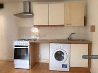 Studio flat in Thornlaw Rd, London, SE27