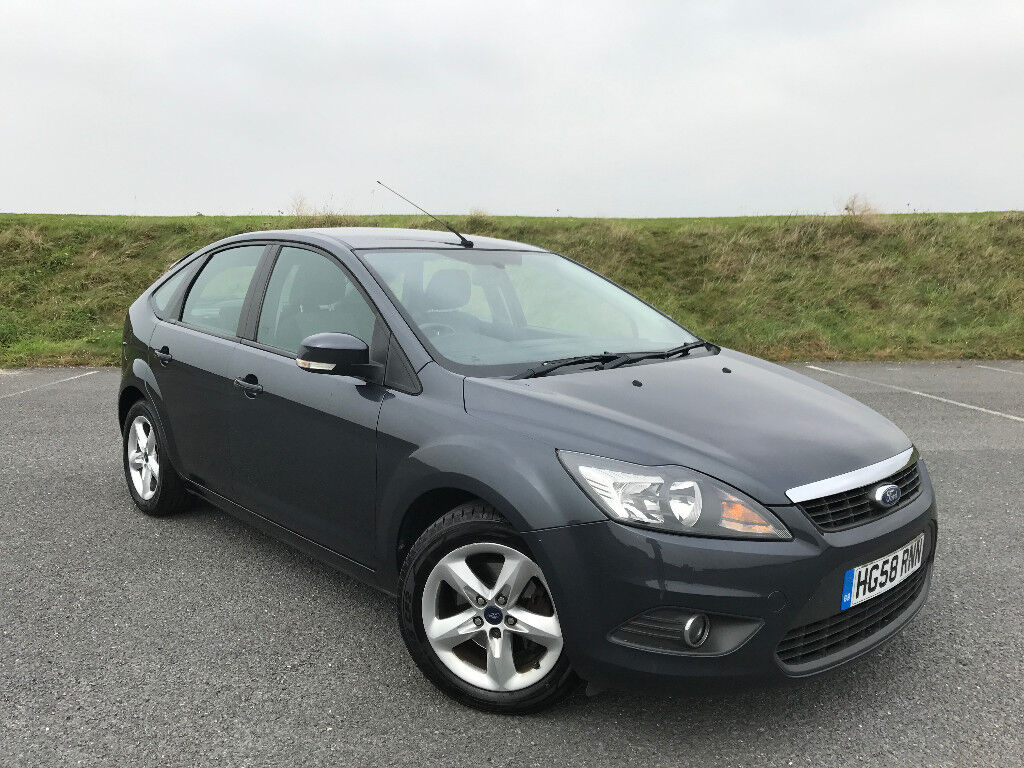 LOW MILEAGE 2008 FORD FOCUS 1.6 WITH SAT NAV AND FULL SERVICE HISTORY INCLUDING CAMBELT! HPI CLEAR!