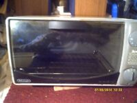 """De LONGHI """" OVEN & GRILL , IN MINT CONDITION 15"""" by 11"""" by 9"""" , A SUPER LITTLE COOKER"""