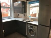 Howdens Handleless Gloss Kitchen Units | Soft closing | Great Condition