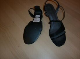 LADIES BLACK SANDALS