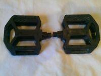 Price Reduced - Wellgo LU-29 Black Resin Platform Mountain Bike / BMX Pedals w/ Built In Reflectors