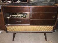 Vintage/retro regentone record player/radio combo