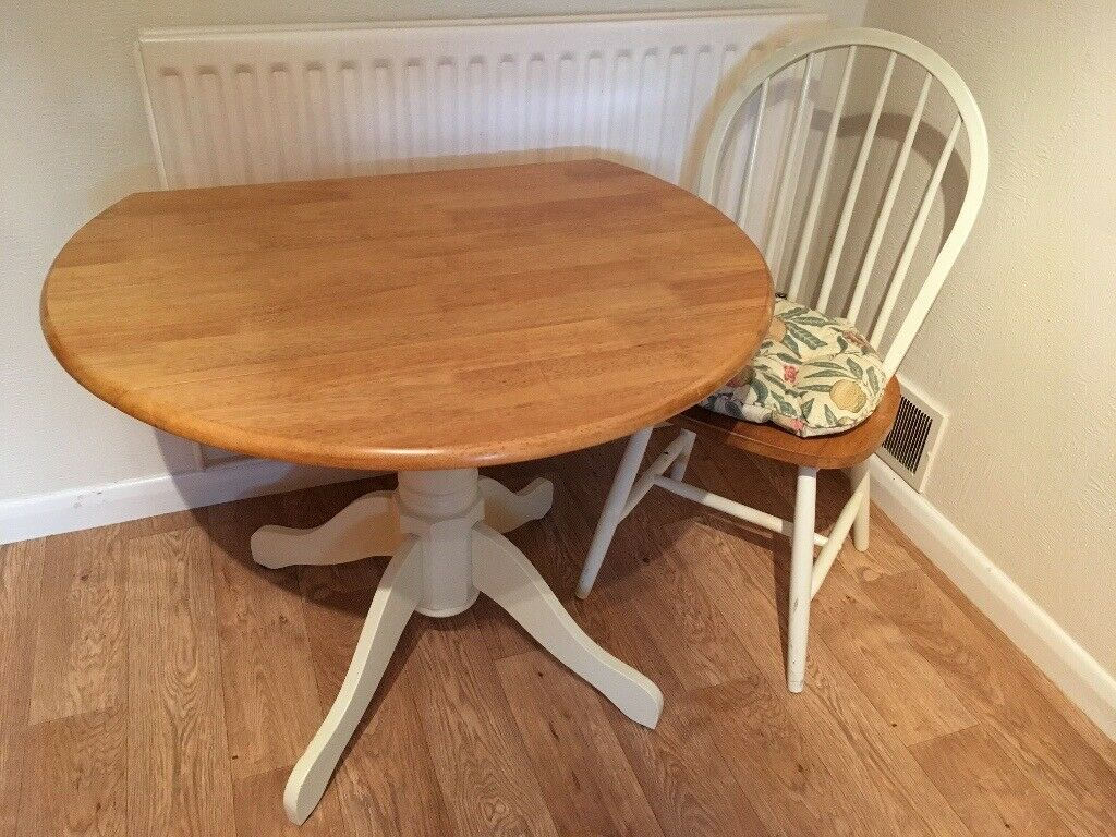 Tremendous Round Oak Dining Table With Painted Legs Small Seats Up To 4 Good For A Kitchen In Putney London Gumtree Complete Home Design Collection Lindsey Bellcom