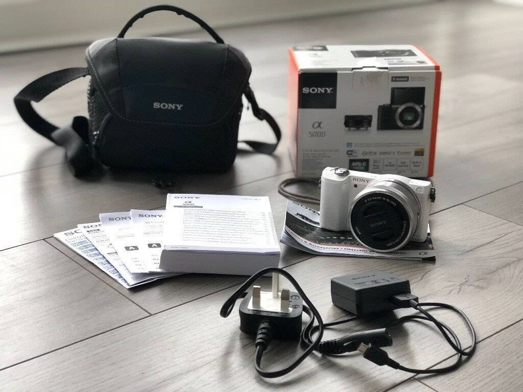Digital camera Sony a5000 with 16-50mm lens (box & manuals)