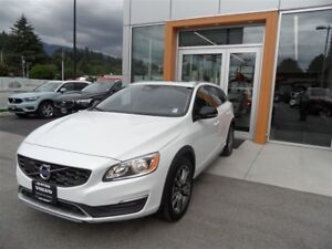 2017 Volvo V60 Cross Country T5 AWD Premier / 0% FINANCING O.A.C