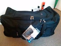 """Brand new rolling holdall soft luggage suitcase with tags size 30"""" (102 litres) 75x38x35.5 cm"""