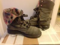 Grey/flowery newbuck DR Martiens size 4.5