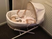 Kinder valley Moses basket and white babies r us stand