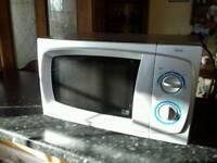 800 watt silver microwave