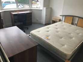 DOUBLE ROOM IN SHARED HOUSE ALL BILLS INC WI-FI