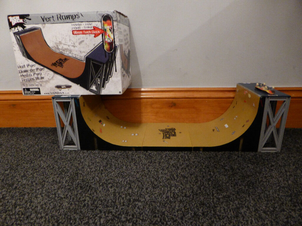 Tech Deck Half Pipe Vert ramp Set, boxed, over 2ft long, with original deck, bargain only £15
