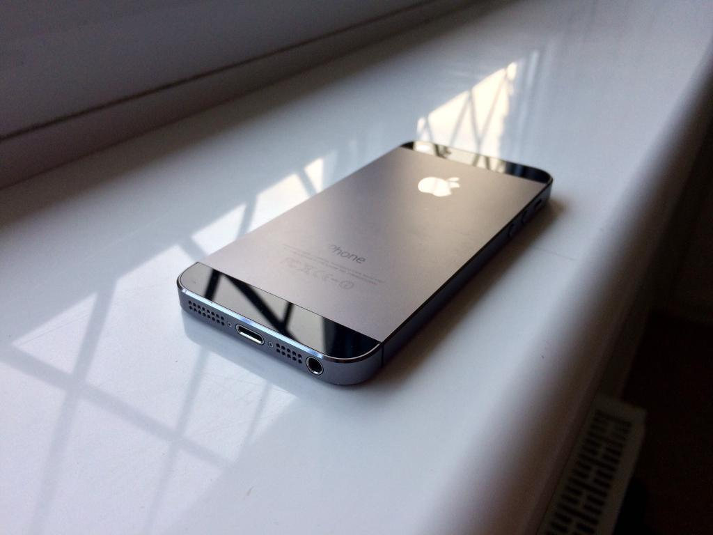 Iphone 32GB unlockedin Plympton, DevonGumtree - Absolutely perfect condition black iPhone 5s 32GB.Phone is unlocked but wont give me service with my BT sim so think I need a BT iPhone