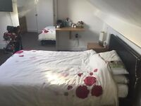 Large Double Room in Friendly 6 bed house - Surrey Quays/Canada Water - Zone 2 - Bills Included