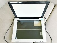 HP Scanjet 200 Desk Scanner & Connector Cable. As New. Simple to Use, Handy to Have.