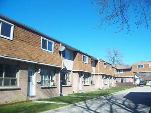 Large 2bdrm Townhouse with Eat-In Kitchen @ 300C
