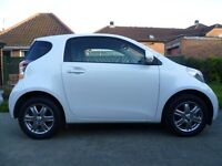 TOYOTA IQ 2012 WHITE WITH BLACK LEATHER INTERIOR,HIGH SPEC CAR.