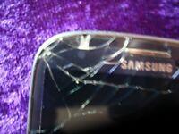 Samsung Galaxy Siii GT-19300 Unlocked Crack on Corner
