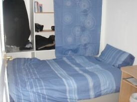 Single Bedroom in 5 Bed students house- LOUNGE-WIFI near Uni