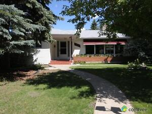 $495,000 - Bungalow for sale in Highlands