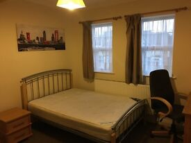 NICE DOUBLE ROOM AVAILABLE IN FRIENDLY SHARED HOUSE FOR SINGLE OR COUPLE.