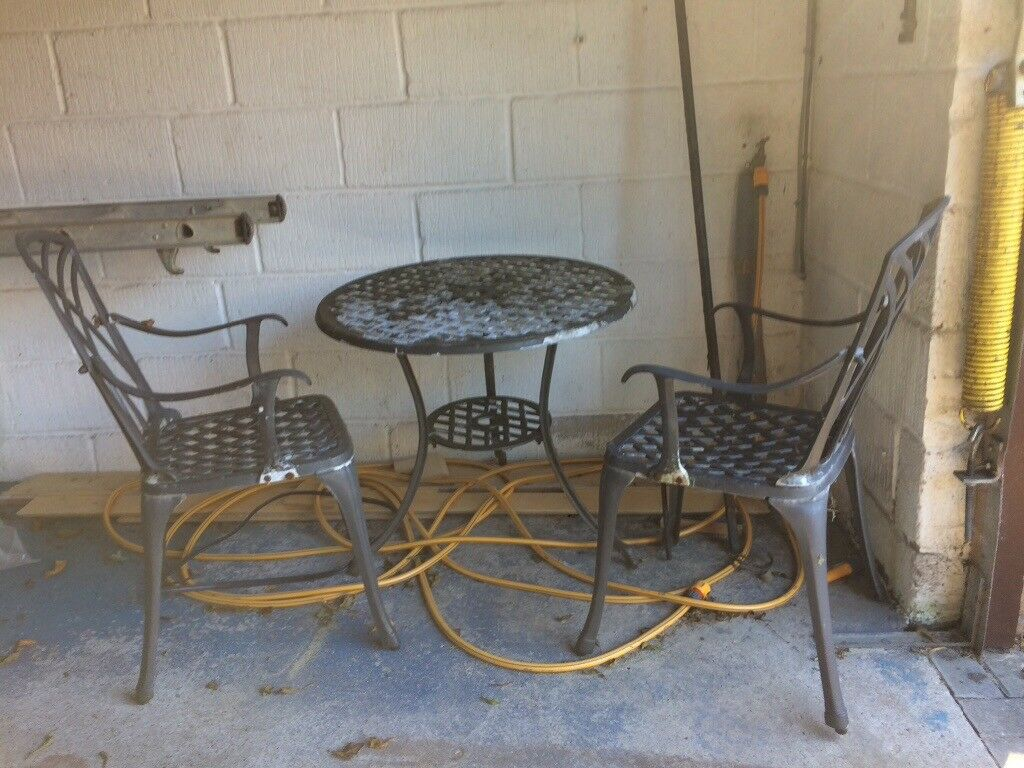 Outdoor table and chair free gone pending uplift