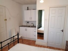 Self contained ensuite studio to let