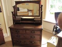Pretty dressing table/ drawers with mirror