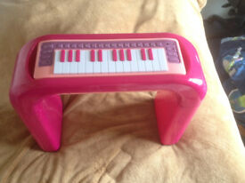Pink battery operated piano - batteries included and working
