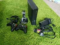 Xbox 360 - 2 controllers and charging station