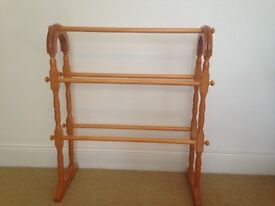 Wooden towel rail - vintage style
