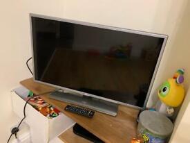 32 inch LG TV (broken)