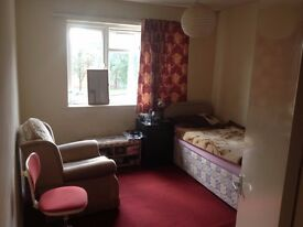 Double room, rent includes all the bills.