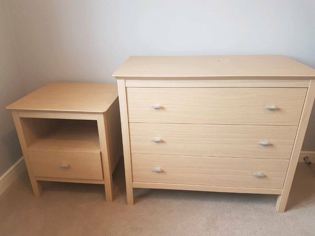 Chest of Drawers and Bedside Tablein Broughton, CheshireGumtree - Chest of Drawers (89x75x48cm)Bedside Table (57(tall)x51x48cm)Both in good condition. Chest has a small ink mark on the top and a few really small stuffs£50 ovno for both Can deliver local to Broughton for an additional feeCall, text or email me...