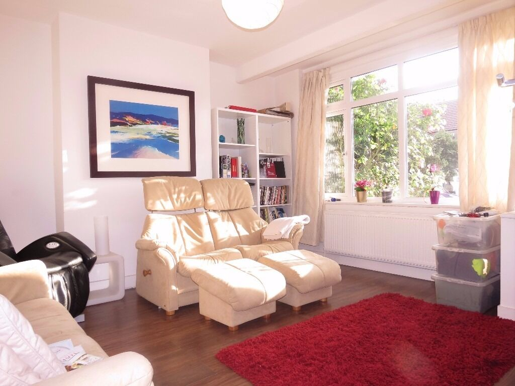 Three bedroom house in great condition, SW20