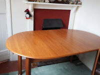 Oval - Extending Dining Room Table with 4 standard chairs and two carver chairs