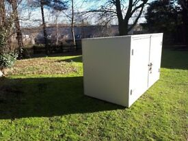 Galvanised steel storage box. 6'2x3'9x3'2