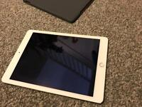 Ipad air 2 16gb wifi only comes wih charger and case