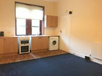 One bed unfurnished Shawlands flat to rent, £475pcm, immediate entry