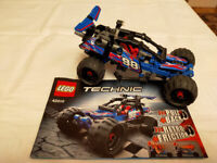 LEGO - Red and blue pull back racers