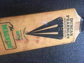Duncan Fernley cricket bat