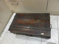 LARGE Vintage METAL STEAMER TRAVEL TRUNK Tan Storage Box COFFEE TABLE 85x50x34