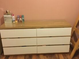 Chest of 6 drawers with clear glass table top