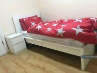 1 bedroom in Priors Gardens, Ruislip, HA4 (#1060356)