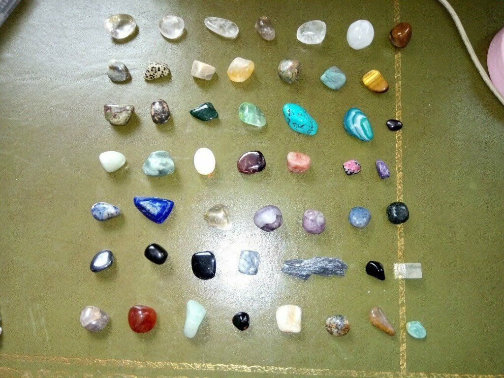 Beautiful large crystal collection, 50 rocks and 3 bracelets in  presentation box | in Reading, Berkshire | Gumtree