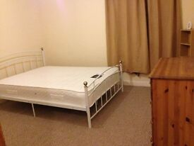 Furnished Double room to rent close to the train station